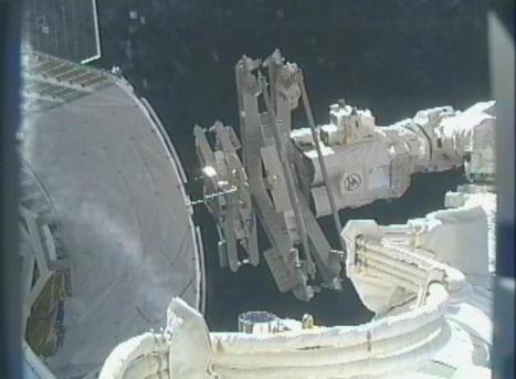 NASA Unpacks 'Trunk' of SpaceX Cargo Capsule   The NewSpace Daily   Scoop.it