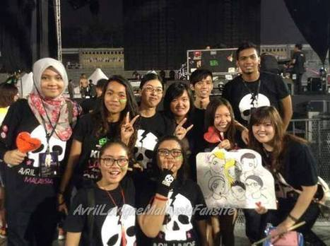 Friendship built through Facebook & Twitter and met for the 1st time at the concert   MY PAGE : Avril Lavigne Malaysia Fansite (OFFICIALMF)   Scoop.it