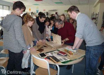 Jean-Sylvain Cresp, relieur et restaurateur de patrimoine écrit, a rencontré des ... - lepopulaire.fr | Conservation preventive | Scoop.it