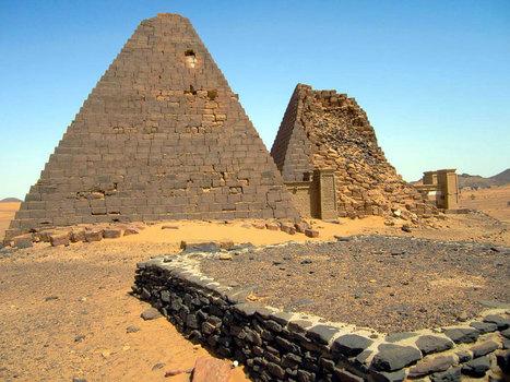 Contemplez les pyramides nubiennes, ces vestiges méconnus qui ornent le désert soudanais | Les déserts dans le monde | Scoop.it