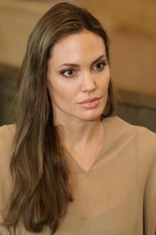 Angelina Jolie Plastic Surgery Before Brad Pitt Wedding? | Gossip Cop | PlasticSurgery | Scoop.it