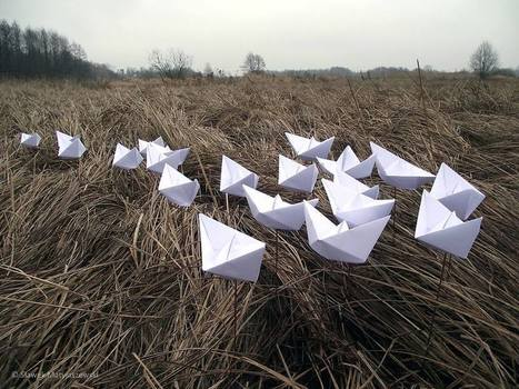 Slawek Matyjaszewski: Paper boats on the meadow | Art Installations, Sculpture, Contemporary Art | Scoop.it