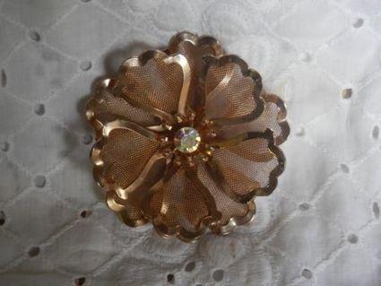 VINTAGE GOLDTONE MESH METAL BED SIGNED LARGE FLOWER BROOCH/PIN AB RHINESTONE | Beautiful Vintage Find!! | Scoop.it