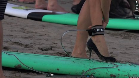 Elles surfent en talons aiguilles | Insane is human or is it the other way around? | Scoop.it