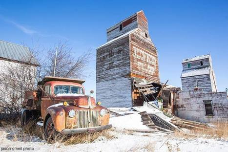 USA: Two wooden grain elevators in Reed Point, Montana | Grain Elevators | Scoop.it