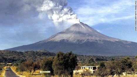 Imposing central Mexican volcano spews ash skyward | News from the Spanish-speaking World | Scoop.it