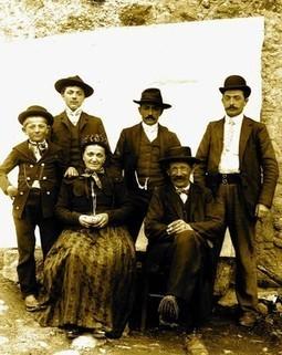 Une famille de Saint-Christophe d'Allier vers 1907 | | Ca m'interpelle... | Scoop.it