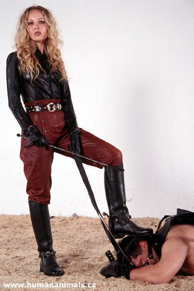 tle78: Christine, very suitably attired. | femdom | Scoop.it