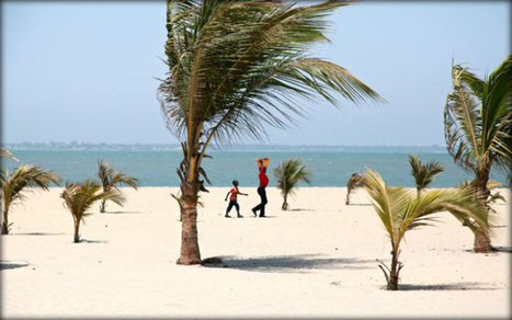 Mother and son on Banjul Beach | Fractions of the world Travel blog | Scoop.it