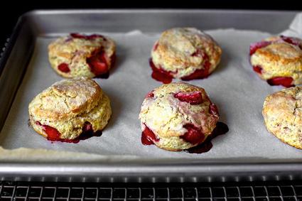 strawberries and cream biscuits | smitten kitchen | À Catanada na Cozinha Magazine | Scoop.it