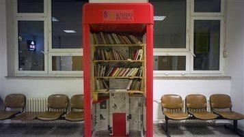 Des cabines de téléphone transformées en minibibliothèques à Prague | ICI.Radio-Canada.ca | Insolite bibliothèque | Scoop.it