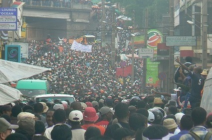 Madagascar : des centaines de personnes manifestent pour renverser le régime | Social world | Scoop.it