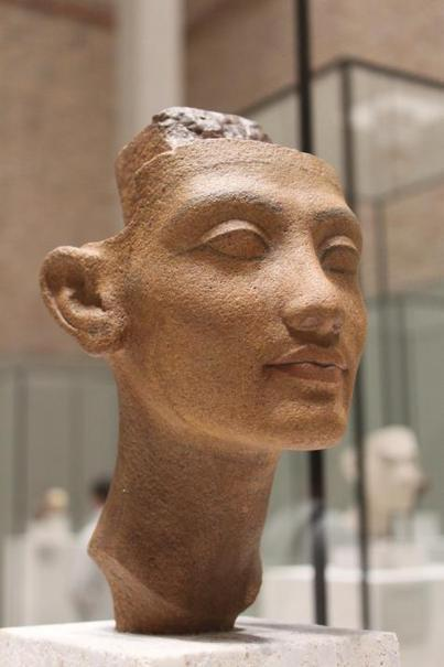 Le buste de Néfertiti a cent ans - Le Club de Mediapart | Egypte antique | Scoop.it
