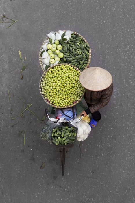 Photographer Spends Hours on Bridges to Capture Colorful Overhead Portraits of Street Vendors   The New School   Scoop.it