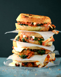 Grilled Cheese with Spinach-and-Tomato Sauce Recipe | À Catanada na Cozinha Magazine | Scoop.it