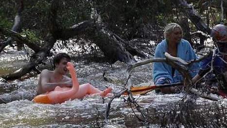 Accrochés à des poupées gonflables dans les inondations | Mais n'importe quoi ! | Scoop.it