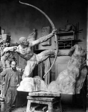 Antoine Bourdelle avec Héraklès archer dans l'atelier   Musée Bourdelle   Bibliothèque des sciences de l'Antiquité   Scoop.it