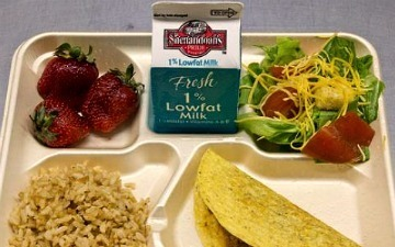 """School Lunch Wall Is Like a """"Hot or Not"""" for Food 