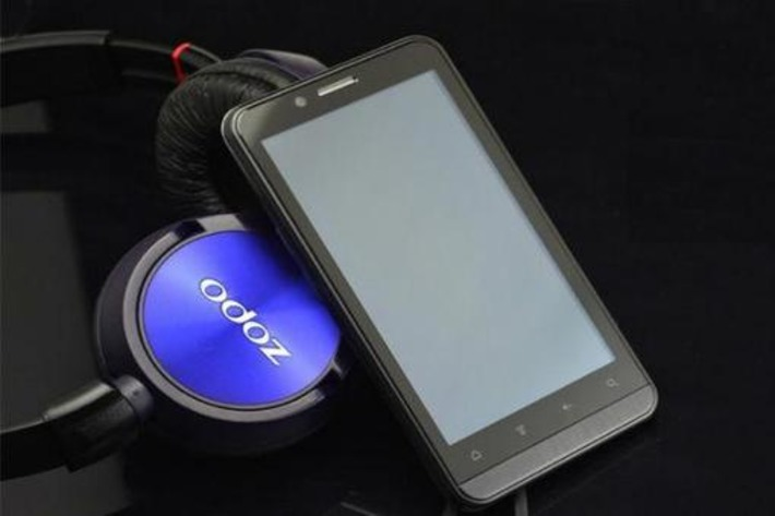 The Zopo ZP200 is an affordable 3D phone from China   Ubergizmo   Machinimania   Scoop.it