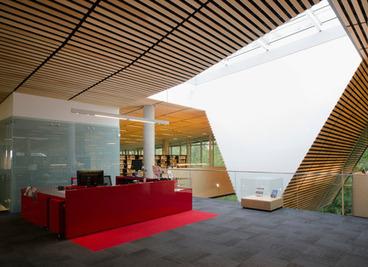 v2com newswire    Dossier de presse   La Bibliothèque du Boisé, un trait de paysage dans la ville - Lemay   Architecture et aménagement en bibliothèque   Scoop.it