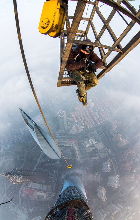 Two Photographers Illegally Climb The New Tallest Building In China (Video) | Phf Photoforma | Scoop.it