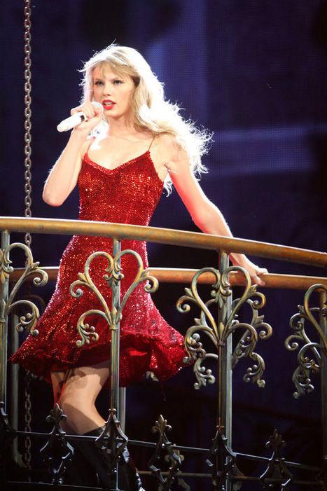 ''Red Tour'': apenas nos 6 primeiros shows de sua nova turnê, Taylor Swift apura cerca de 6,75 milhões de dólares ~ Portal Famosos Br   Fotos, videoclipes, notícias e tudo relacionado ao mundo da m...   Red tour   Scoop.it