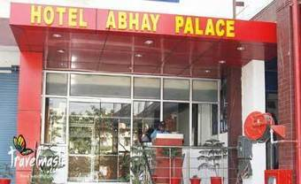 Enjoy luxurious stay with sumptuous food at Family Dining Restaurant. | Hotel Abhay Palace | Scoop.it