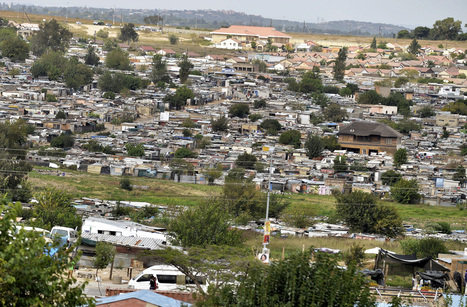 Slum Next to Golf Estate Shows South Africa's Wealth Gap | Cape Town Racism (focus) and South Africa | Scoop.it