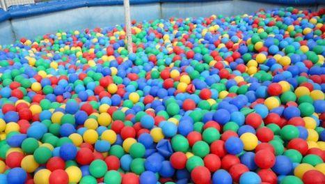 Ils ont transformé leur bureau en piscine à boules géante ! | La Boîte à Idées d'A3CV | Scoop.it