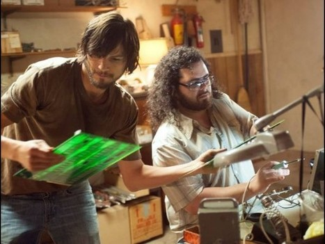 "↪ Confira novas fotos de Ashton Kutcher e Josh Gad atuando no filme ""jOBS"" 