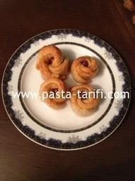 Fındıklı Gül Tatlısı Tarifi | Pasta, pasta Tarifleri , pasta Tarifi, pasta tarif, pasta tarifler, börek, kurabiye tarifleri, tatlı tarifleri,Oktay Usta | Tatlı ve Kurabiye Tarifleri | Scoop.it