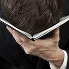 Satire: Zu tief ins Buch geschaut | Weiterbildung | Scoop.it