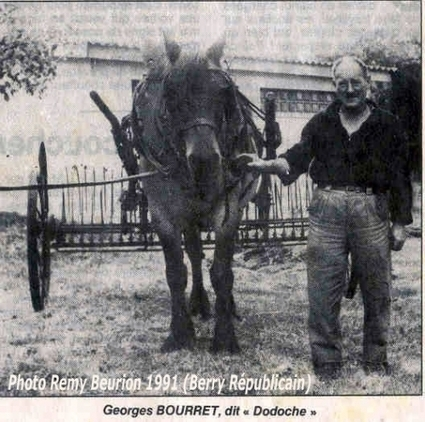 """L'U.C.P.S.  pour fêter ses dix ans est passée en 1991, place Adrien-Arnoux, pour des animations de rue  et la présentation d'attelages ruraux.  L'occasion d'un clin d'œil à """"Dodoche"""", ancien roulie...   Autour de Nouan-le-Fuzelier   Scoop.it"""