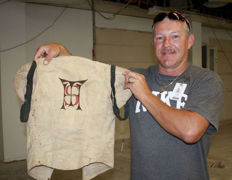 Work crew finds 1909 football jersey at Temple HS library - Killeen Daily Herald | THE SLAM GUY'S SLAM NEWS | Scoop.it