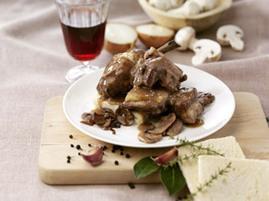 Pollo al vino rosso con crostoni di pane | wineandfoodweb | wineandfoodweb ricette | Scoop.it
