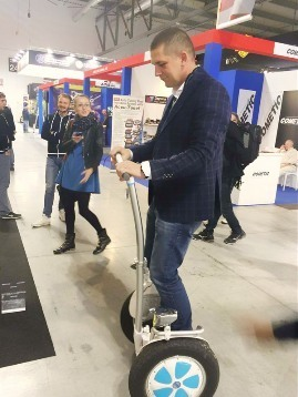 Robust or Elegant? Airwheel S3 or S52-Wheeled Electric Scooter? | Press Release | Scoop.it