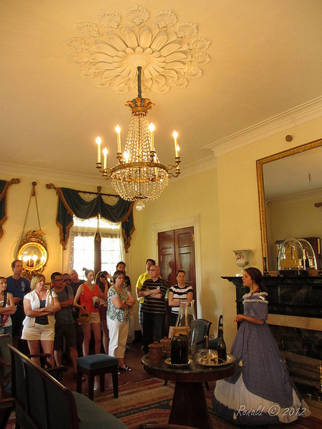 Our lovely tour guide   Oak Alley Plantation: Things to see!   Scoop.it