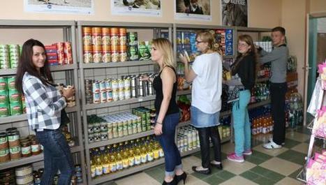 Gravelines : le Secours populaire ouvre sa boutique de la solidarité avec l'aide des jeunes | Initiatives solidaires | Scoop.it