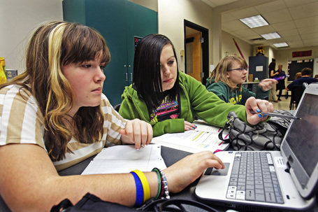 Laptops replace lectures in some area schools - JSOnline | Education-Caitlin | Scoop.it