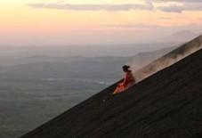 En Amérique centrale, on surfe aussi sur les volcans - HelloBiz | MARKETING SPORT INDUSTRY | Scoop.it