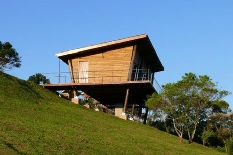 Eucalyptus House is a Low-Impact Brazilian Cabin on Stilts | sustainable architecture | Scoop.it