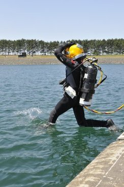 Navy Diver Wouldn't Leave Trapped Comrade Behind Even as Equipment Failed. Report Shows Just How Selfless Their Final Actions Were. | DiverSync | Scoop.it