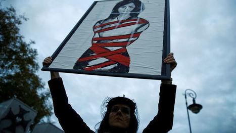 Tisíce Poláků demonstrovaly proti zpřísnění potratového zákona. Požadují dostupnější antikoncepci   Pirátský svět   Scoop.it