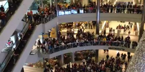 WATCH: Man Throws $1,000 In Single Notes Into Shopping Mall Crowd | Shopping Malls in the Social Web Era | Scoop.it