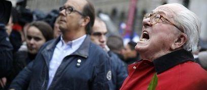 Fête du Travail 2015 : Marine et Jean-Marie Le Pen s'évitent cordialement   Site mobile Le Point   Tout le web   Scoop.it