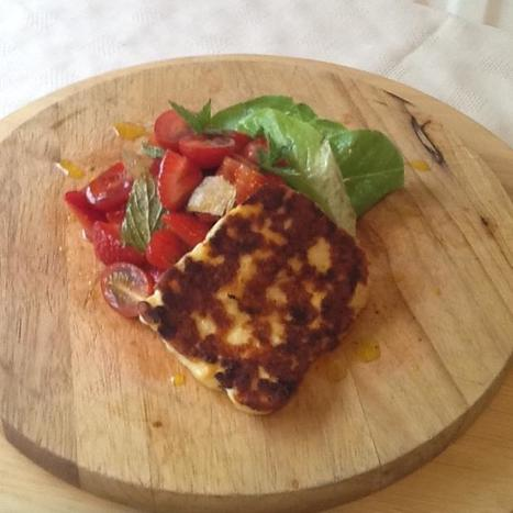 Pan Fried Halloumi With Strawberry, Cherry Tomato, Mint And Lime Salad | Politically Incorrect | Scoop.it