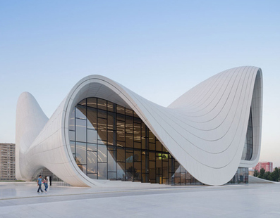 Zaha Hadid's Heydar Aliyev Centre rises from the landscape in Baku | Arquitectura: Equipaments i Urbanisme. | Scoop.it
