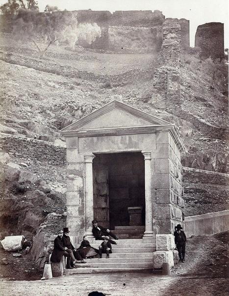 Templo junto al puente de Alcántara. Charles Clifford, 1859.   Curious World   Scoop.it