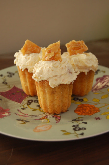 how to eat properly: rum mini cupcakes with praline amaretto frosting | Yummie Food | Scoop.it