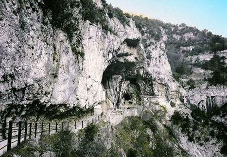 45 anni fa con un sasso lanciato nel vuoto si scoprirono le Grotte di Frasassi | Le Marche un'altra Italia | Scoop.it